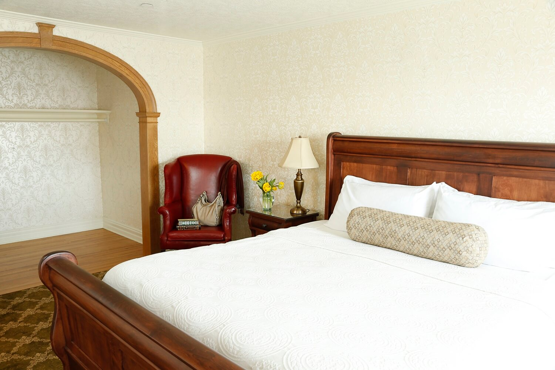 64 - suite room